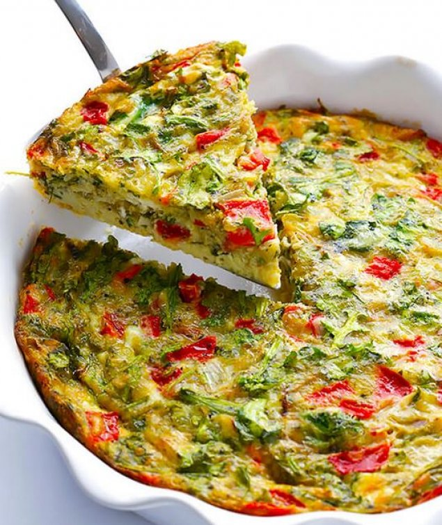 Quiche filled with feta, spinach and bell peppers